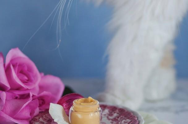 crema hidratanta pentru conturul ochilor