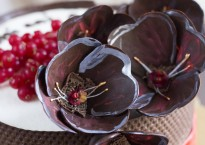 tort raw vegan de ciocolata cu fructe de padure