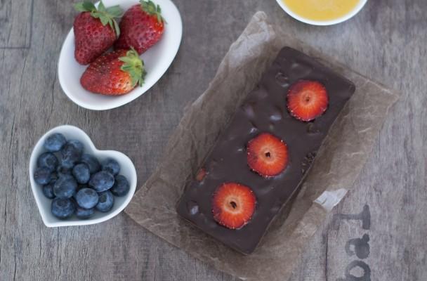 ciocolata raw vegan cu capsuni