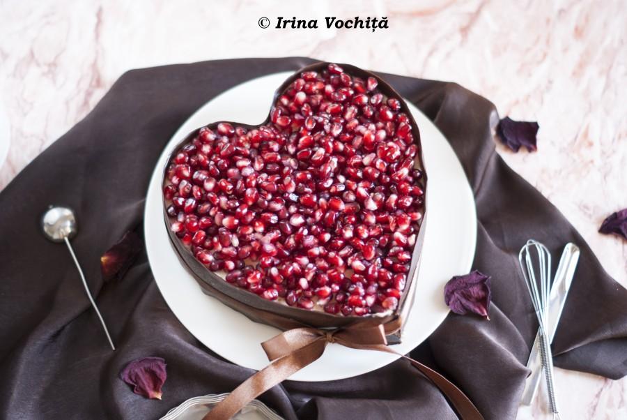 tort cu vanilie, ciocolata, fistic si rodie