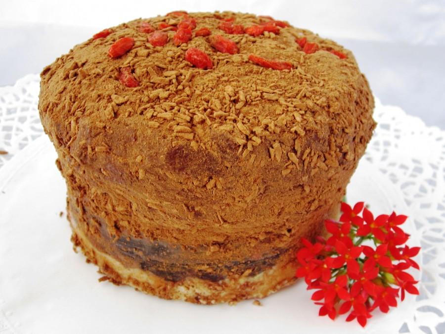 tort cu ciocolata si capsuni