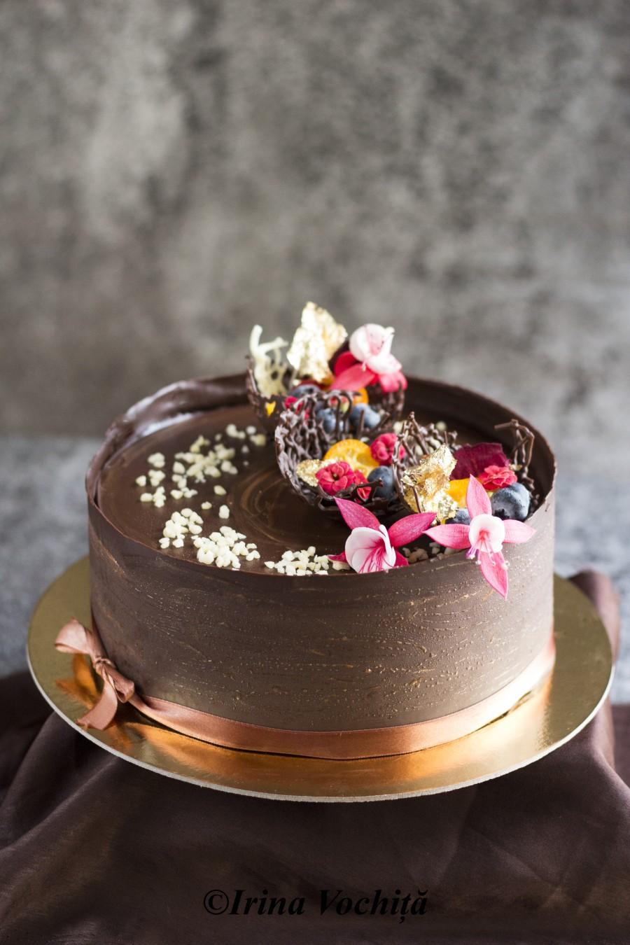 tort cu crema de ciocolata si martipan