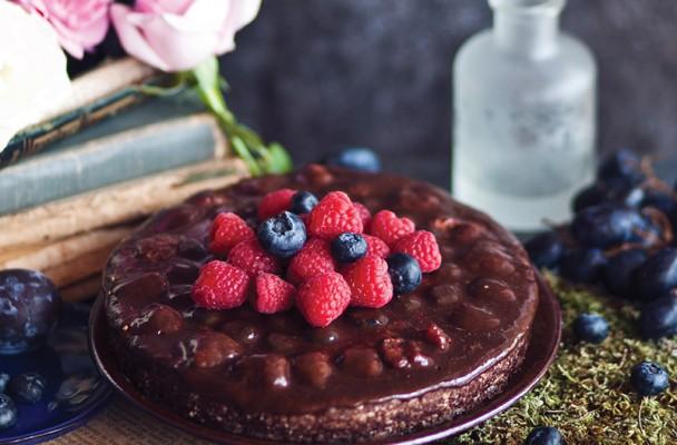 negresa cu ciocolata si fructe de padure