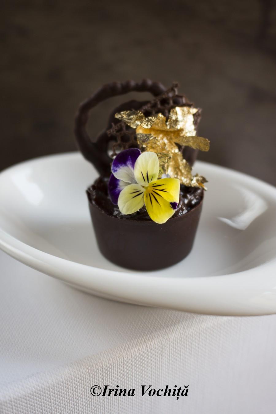 cupa din ciocolata cu panseluta